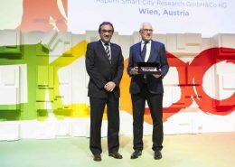 Foto: Zwei Männer bei einer Preisverleihung